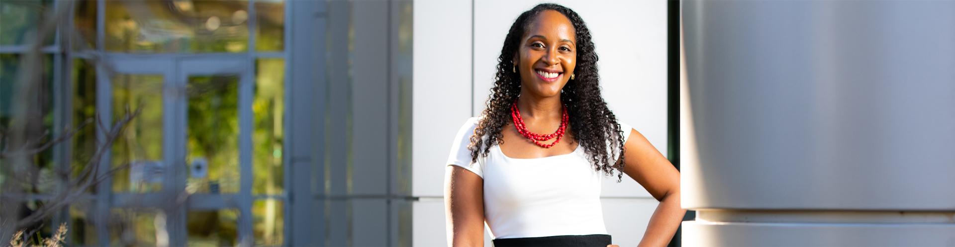 Neuroscience professor seeks answers in brain and behavior science research